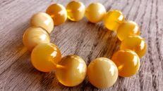 Egg yolk - Ivory landscape rare colour modified round beads Baltic Amber bracelet. Hole ca. 55 mm, 41 grams