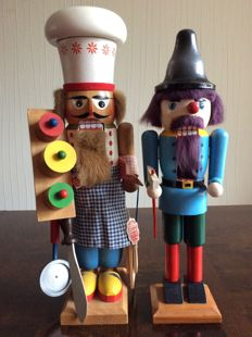 Large wooden nutcrackers - folk art from the Erzgebergde