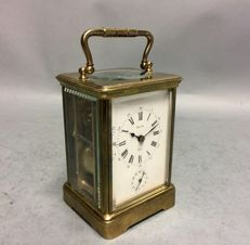 Carriage clock with striking mechanism on a gong and alarm - England - 1900s