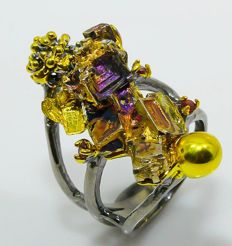 Sterling 925  Art Ring with Bismuth and rhodolite - Size: NL 16,3 / Europe 51 / US 6 / UK L