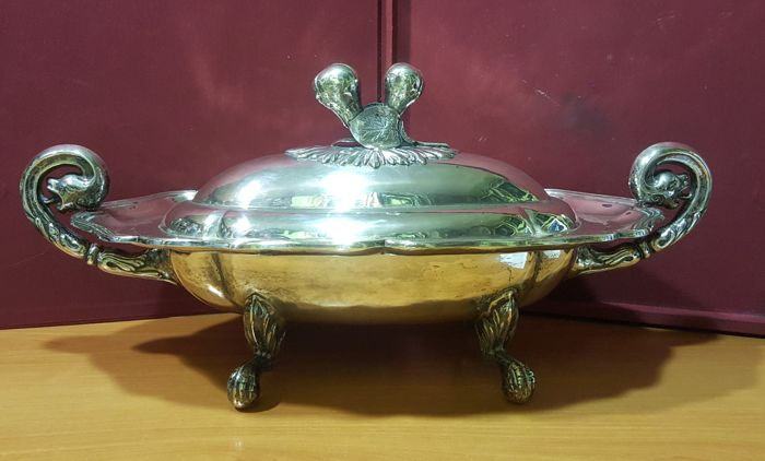 Prominent Rococo tureen and inner container from Charles III period, in shaped, cast, chiselled and hallmarked silver by Eugenio Melcón - Madrid, Spain - year 1760