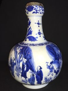 Large blue and white porcelain vase from the Transitional period - China - 1620/1683