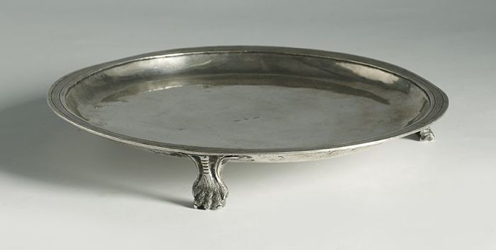 Silver salver in its colour - with hallmarks for Nicolás Mulas and Manuel Alonso Rodríguez - Valladolid - first quarter of 19th century