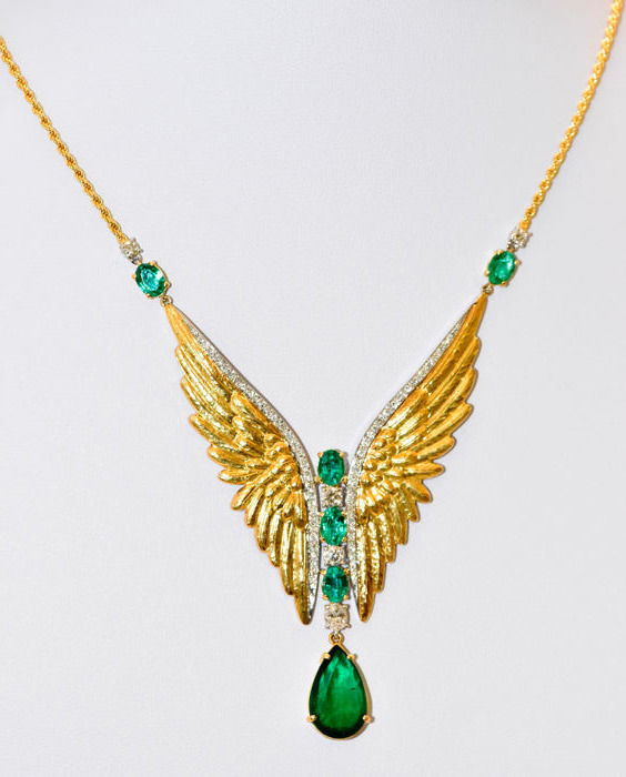 Necklace in 18 kt white and yellow gold with emeralds for 9.67 ct and diamonds for 1.71 ct
