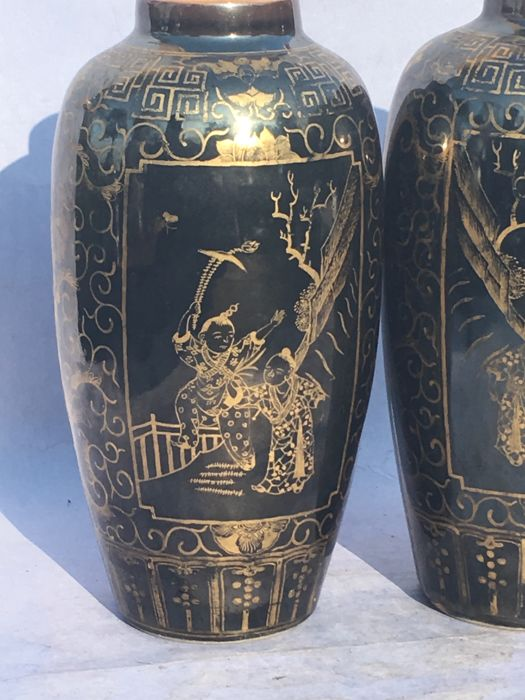 A Set Of Vases With Mirror Black Glazing And Gold Decoration China