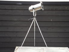 Aluminium floor lamp - tripod - spotlight