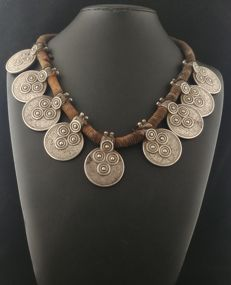Indian necklace with antique high-purity silver coins - Rajasthan, early 20th century