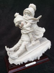 Nicely detailed sculpture in alabaster of 2 children on a sled - Capodimonte, signed G. Armani