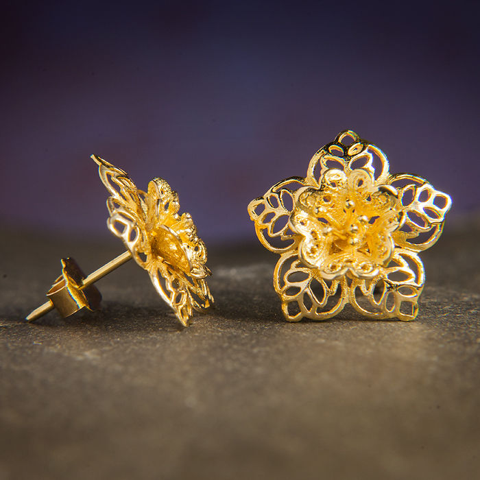 Filigrane Flower Earrings / Earstuds 750 Yellow Gold / No Reserve Price