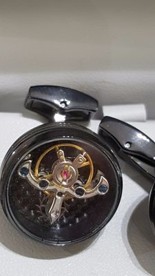 Antora - Cufflinks with internal timepiece escapement