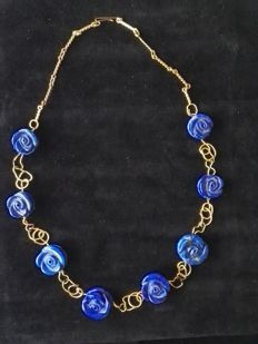 Necklace in 750‰ (18 kt) and lapis lazuli stones -- 48 cm Handmade.