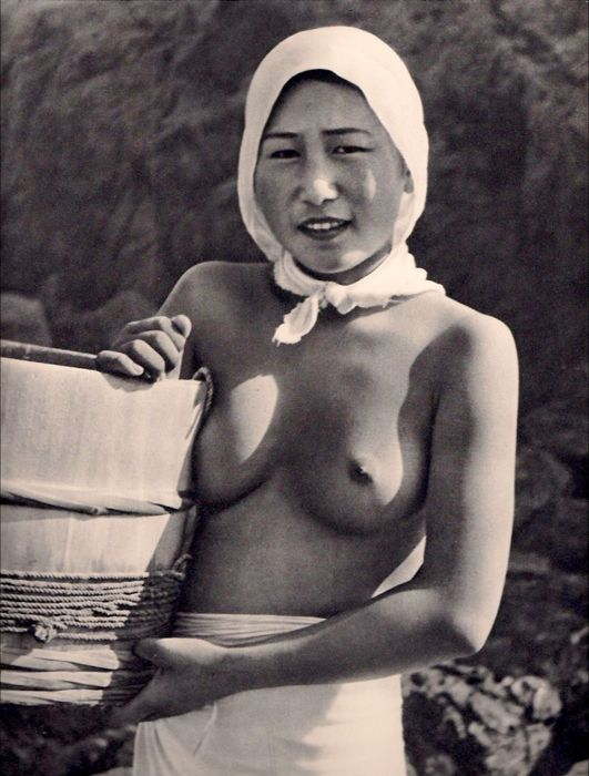 japanese-women-sponge-divers-topless-ama