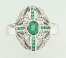 14 kt white gold ring with emerald and eight-sided cut diamond of 0.10 ct, ring size: 17.25 (54)