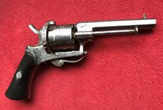 Gracefully etched and engraved Ladies pinfire revolver caliber 7 mm - ca. 1850