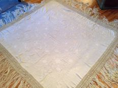 Large antique tablecloth (175 x 165 cm), colour: ivory white, in silk, hand embroidered with fringes