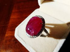 Ring in 18 kt white gold set with a 15.89 ct natural Burma ruby and diamonds GRS certificate