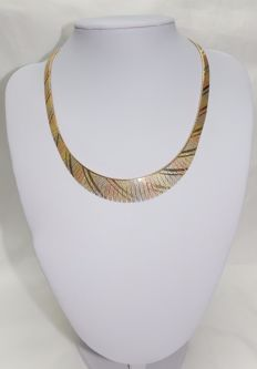 18 kt tricolour gold necklace  with sconces in gradient