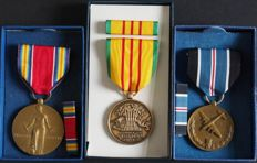 """Lot of U.S. army medals from WWII - for humane action """"Berlin airlift"""", WWII victory medal, Vietnam service - with batons in original box"""