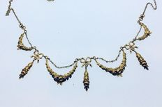 Art Nouveau necklace in Gold and fine pearls