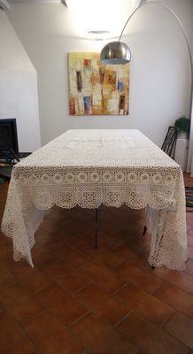 Tatting and crochet tablecloth