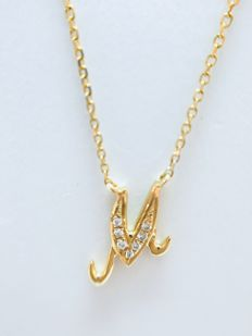 18 kt gold initials necklace with letter 'M' set with diamonds - 0.02 ct G/SI - length 40 cm