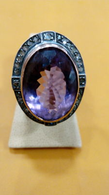 12 kt gold ring with amethyst surrounded by rose cut diamonds