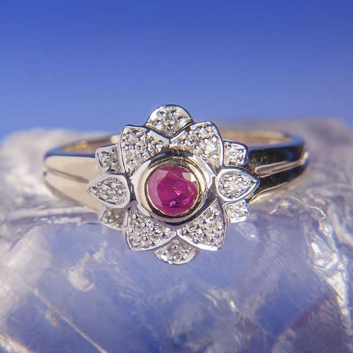 Floral 14K Engagement / Entourage Ruby Ring 0,22 Ct Diamonds 0,3 Ct RS 56 : US: 7,5 :17,8 mm∅