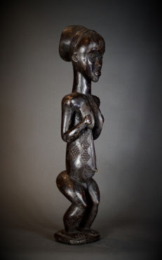 Tall elegant PENDE Feminine Figure. Democratic Republic of the Congo.