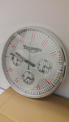 Triumph wall clock with 4 time zones - contemporary