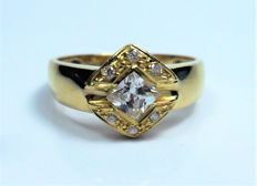 Ring in 18 carat gold with solitaire-type diamonds
