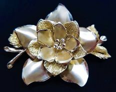 Exquisite big CORO Gold Sparkling Flower Brooch - 1940s