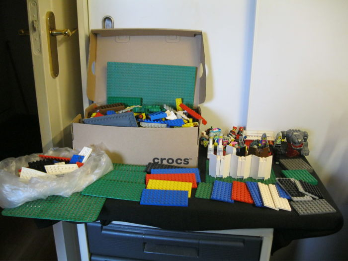 Assorted Lego - including more than 20 base plates and more.