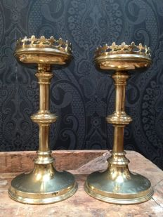 A pair of Gothic brass candlesticks with inscription - England - ca. 1890