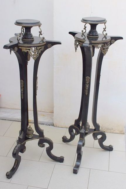 Pair of black painted guéridons with brass decorations - Italy - ca. 1900