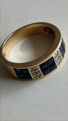 Cocktail ring in 18 kt gold, weighing 5.40 g, with sapphires and diamonds.