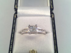 Elegant 18 karat white gold ring with diamond 0.60 ct ring size 16/50