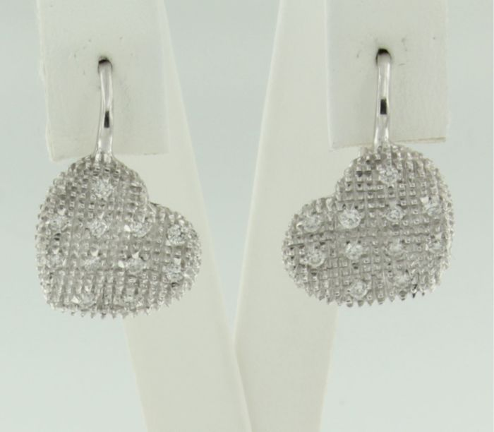 18 kt white gold dangle earrings in the shape of hearts, set with 24 brilliant cut diamonds, approx. 0.40 carat in total, size 1.9 x 1.2 cm