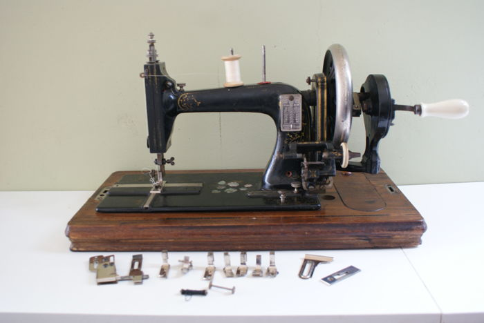 Antique German sewing machine - period approx. 1940 - Model 339