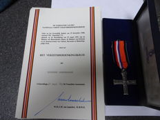 Resistance Memorial Cross in original case with papers from former owner