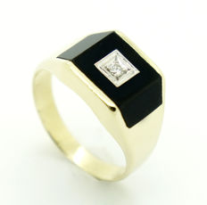 18 kt - yellow gold - men's - signet ring - onyx - 1 brilliant cut diamond 0.05 ct. - 7.3 g - size 62