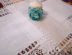 Three linen and lace doilies 'Parigi' + candle as a gift