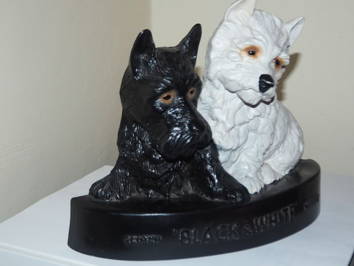 Advertising statuette, 1960s, plastic dogs, Black & White