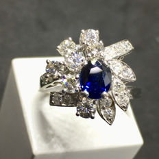 Cocktail Ring - 18 kt Gold - Sapphire - Diamonds - Size: 20