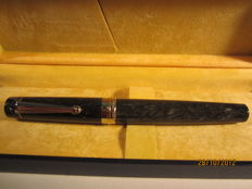 Fine marbled 'Delta' vintage fountain pen, perfect condition