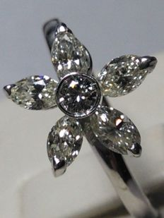 Splendid 18 kt gold ring with natural diamonds (1.30 ct)
