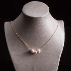 Japanese Akoya sea pearl, 18K gold necklace. Pearl diameter: 8.8 mm.