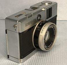 Olympus-Pen-EED Half-frame camera 32mm f/1.7