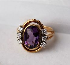 Quality Yellow gold 585 heavy ring, with natural Amethyst in oval cut and 6 of a good quality brilliant cut diamonds E/VVS2-VVS1