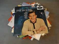 Lot of eight fantastic fifties recordings including Pat Boone (incl. 'Stardust' as rare original Dutch release), Dean Martin and Ernie 'Sixteen tons' Ford !!