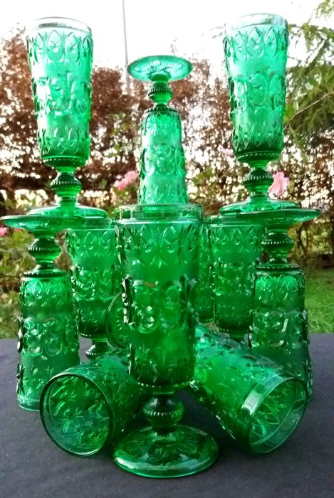 Lot of 12 green glass glasses